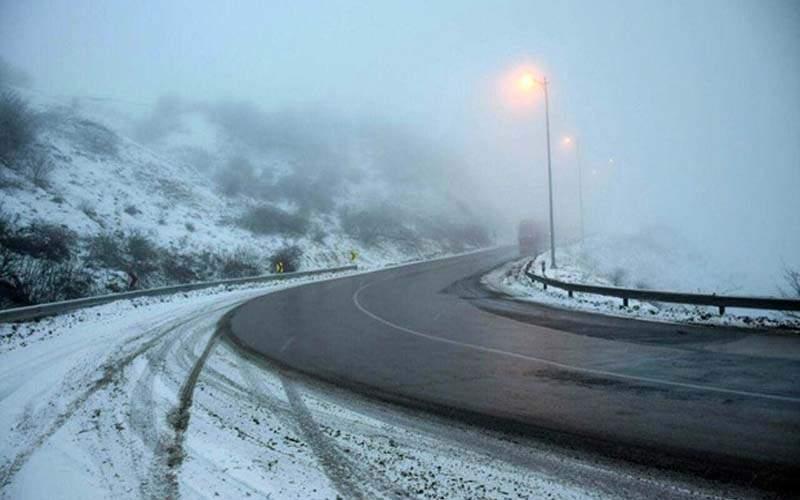بارش شدید برف در جاده چالوس/عکس