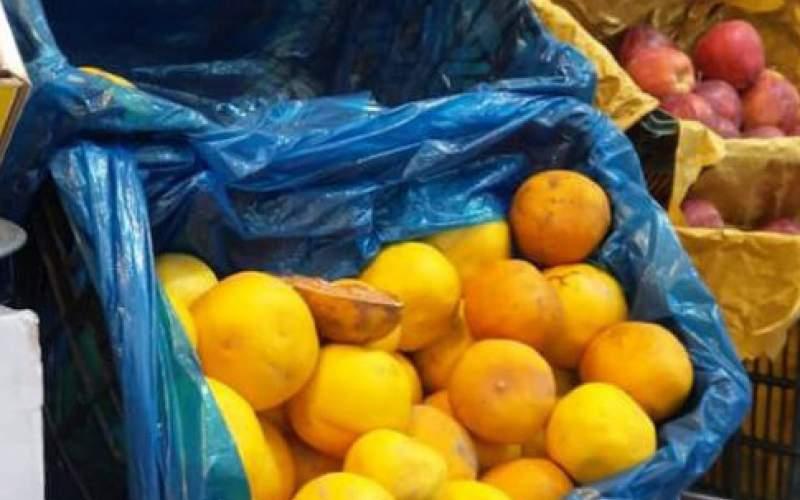 رونق فروش میوههای پلاسیده در مرکز تهران