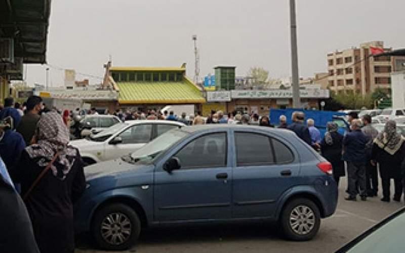 صف مرغ در میدان میوه و ترهبار آلاحمد/عکس