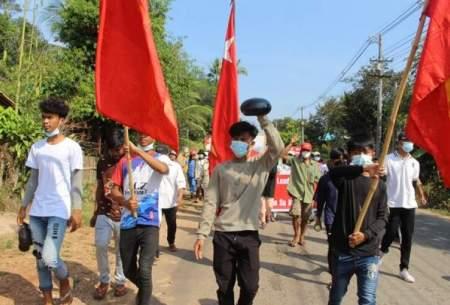 بیاعتنایی معترضان میانماری به كودتاگران