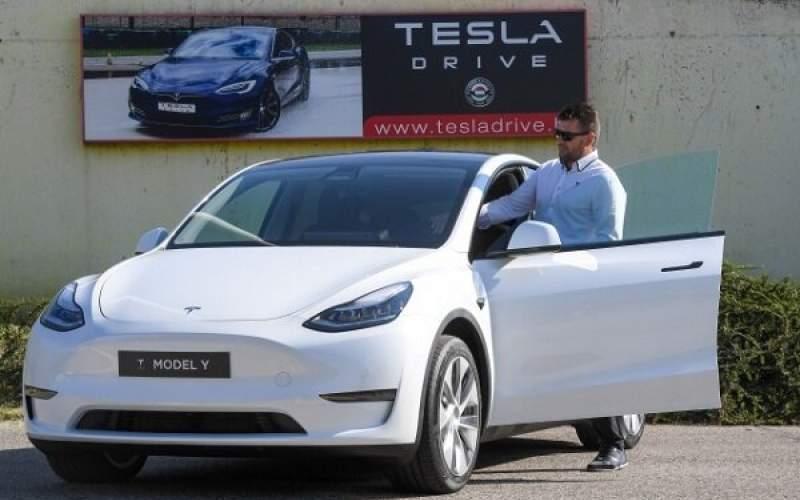تسلا از هزاران خریدار خودرو هزینه اضافی گرفت