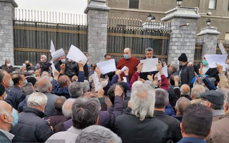 تجمع بازنشستگان کارگری مقابل مجلس/تصاویر