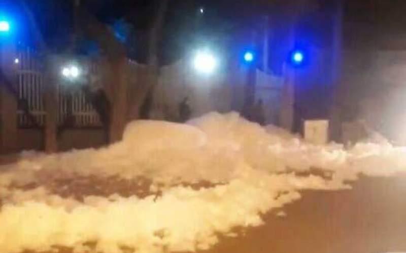 کف و آب از تونل مترو تبریز به خیابان بالا زد