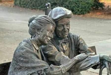 تندیس زوج سالخورده؛ همدان و لندن/عکس