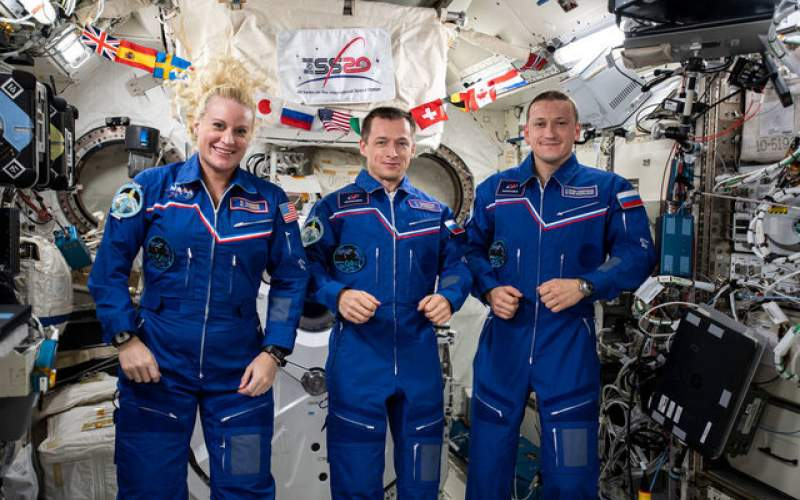 """بازگشت فضانوردان """"اکسپدیشن۶۴"""" به زمین"""