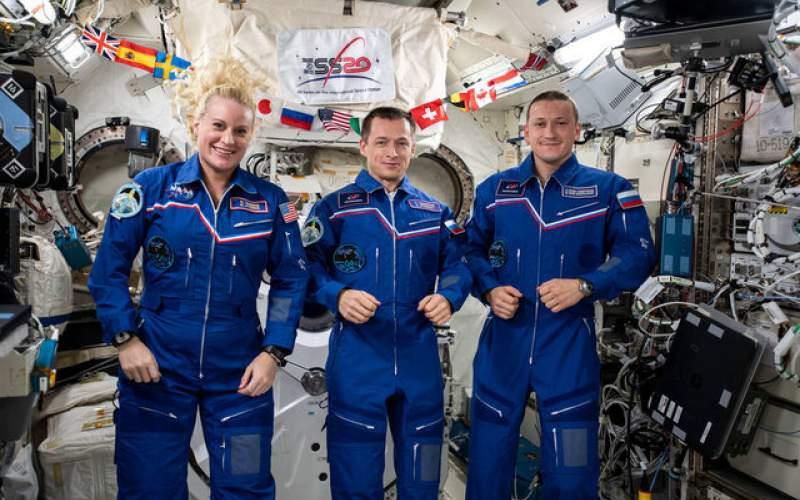 فضانوردان ایستگاه فضایی به زمین رسیدند