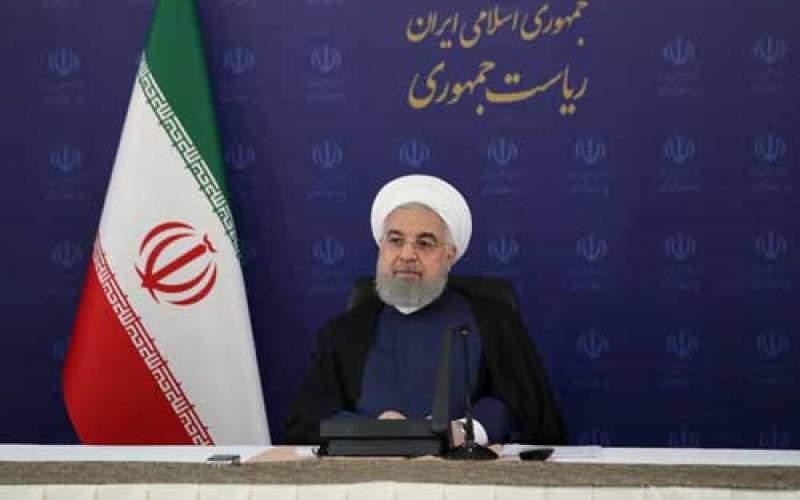 روحانی نظامیان را از ورود به سیاست بر حذر داشت