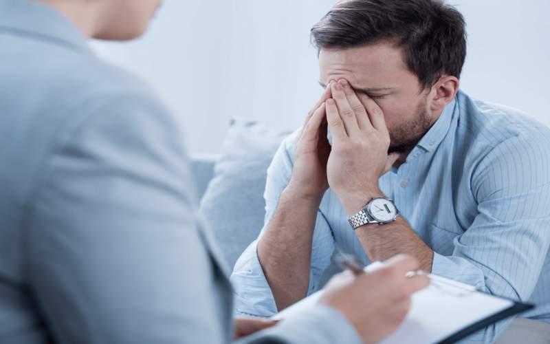 ۱ نشانه افسردگیکه پشتچهرهای شاد نهفته است