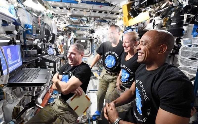 """بازگشت فضانوردان """"کرو-۱"""" به تعویق افتاد"""