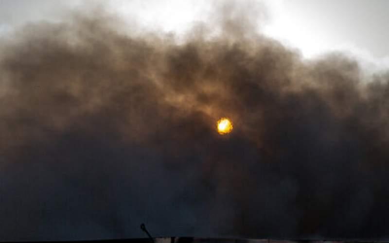 مصدومیت ۶ تن در حریق کارخانه صنایع شیمیایی