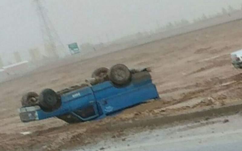 سیل یزد، چندین خودرو را بُرد