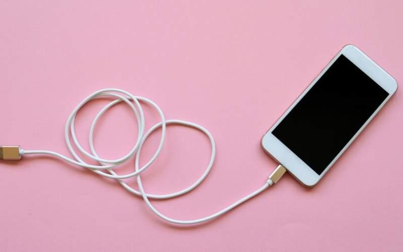 ۶باور غلط درباره باتری گوشی موبایل و شارژر