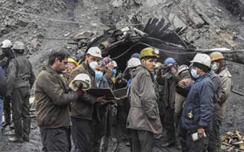 اخلال سنگها در مسیر امدادرسانی به معدنچیان