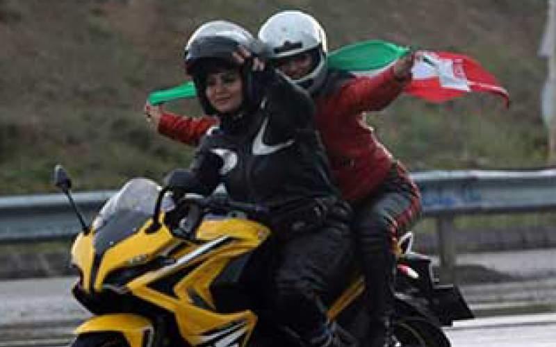 موتورسواری زنان درحاشیه مراسم روزقدس/تصاویر