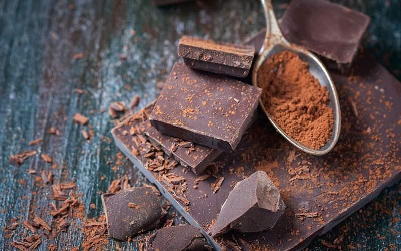 همه چیز درباره شکلات تختهای؛ از فواید تا موارد مصرف