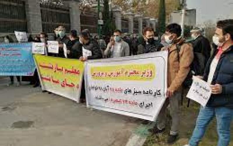 """تجمع فرهنگیان """"کارنامه سبز"""" مقابل مجلس"""