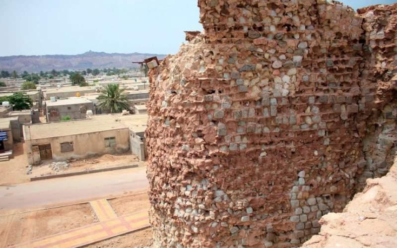 دیوار قلعه پرتغالیهای هرمز فروریخت