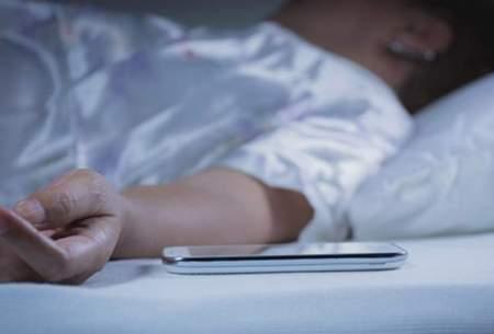 چرا نباید کنار تلفن همراه خود به خواب برویم