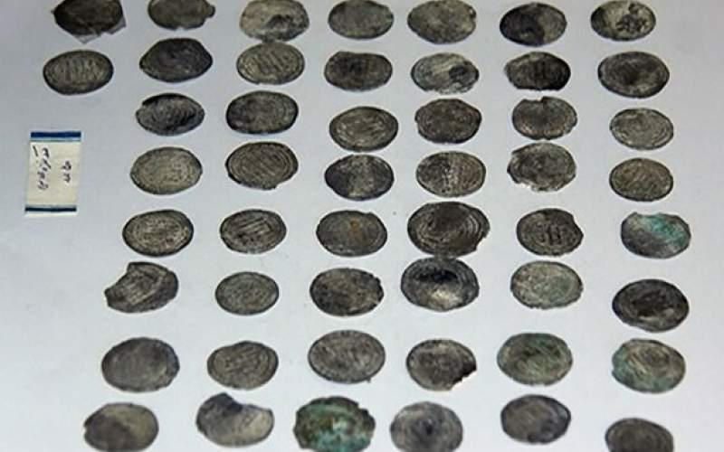 مرمت ۲۵ سکه تاریخی در زنجان