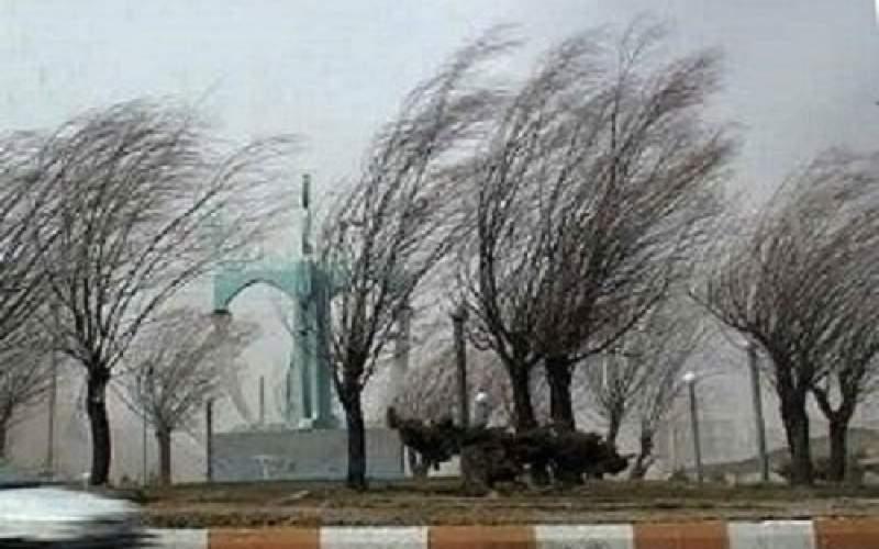 تندباد جنوب تهران را درهم میپیچد
