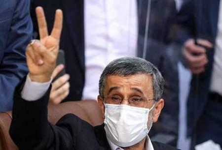 ژستهای احمدینژاد هنگام ثبتنام در انتخابات