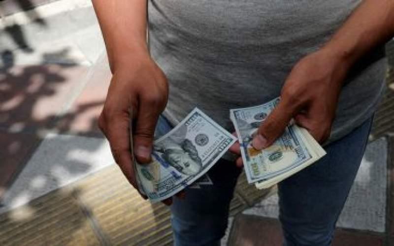 چرا دلار ارزان میشود اما دیگر کالاها نه؟