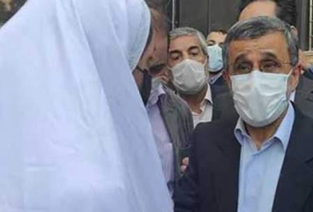 دخترسفیدپوش همراه احمدینژاد که بود؟/تصاویر