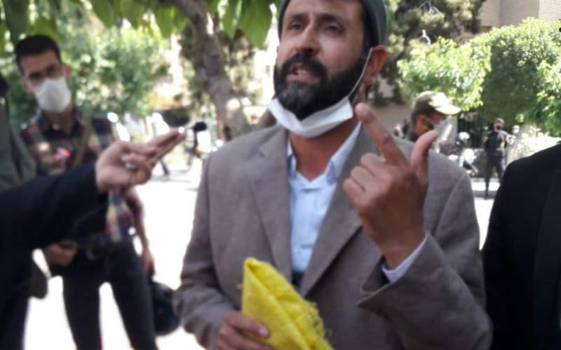ثبت نام بازیگر طنز با گونی زرد در انتخابات!