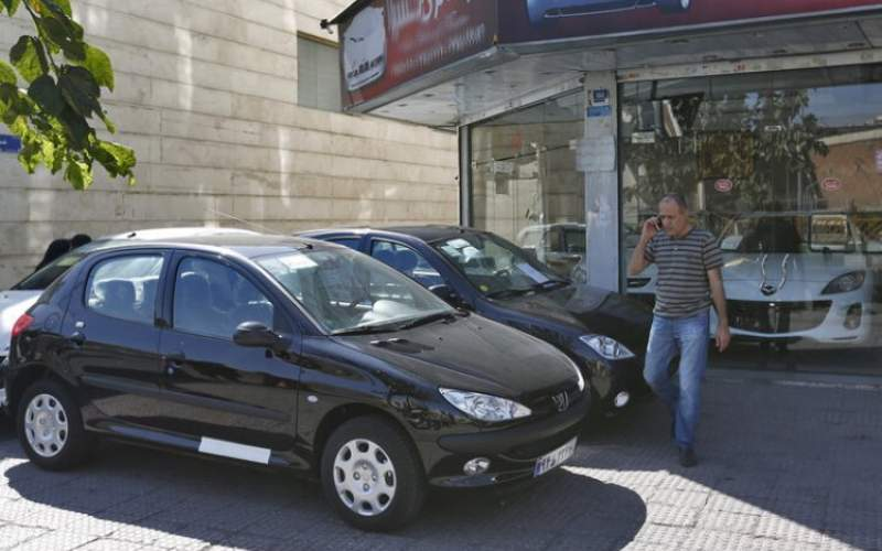 کاهش قطره چکانی قیمت خودرو در بازار