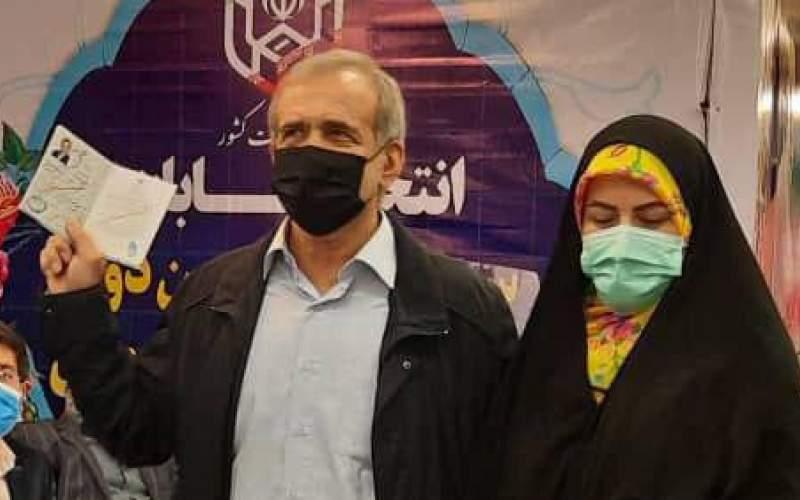 مسعودپزشکیان و دخترش درستادانتخابات/عکس