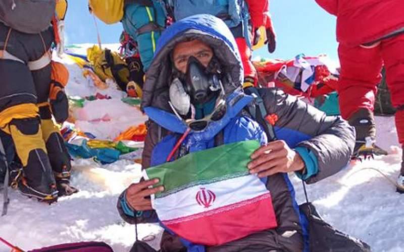 کوهنورد ایرانی بر فراز بام دنیا ایستاد