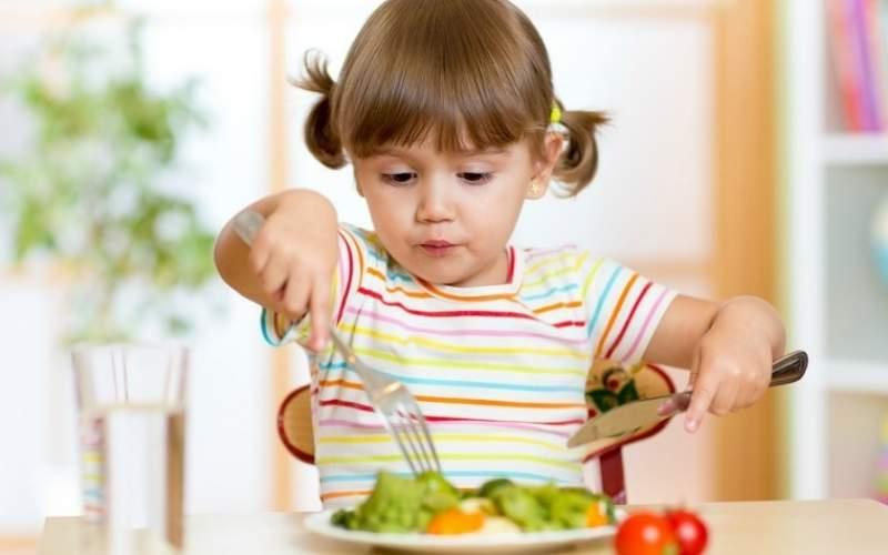 این ۷ خوراکی را کودکان هرگز مصرف نکنند