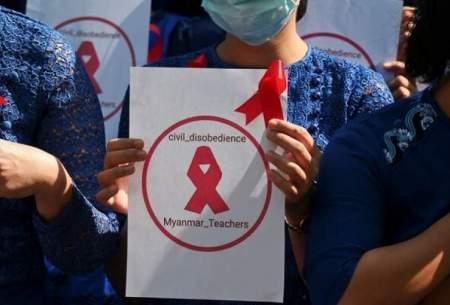 تعلیق آموزگاران به علت مخالفت باكودتاگران