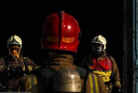 مهار آتش در انبار تجهیزات پزشکی در اهواز