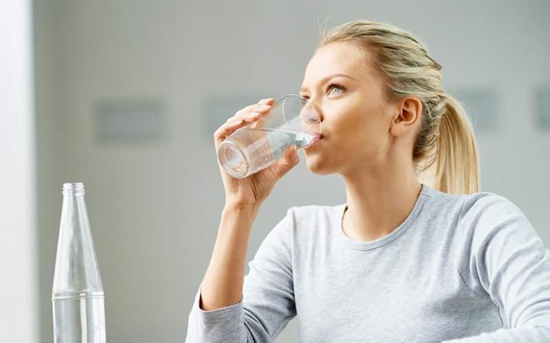 چگونه کمبود آب در بدن را تشخیص بدهیم؟