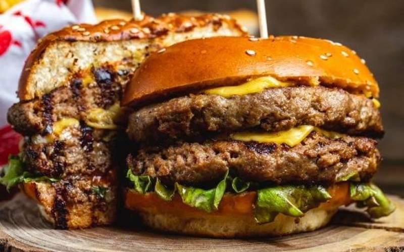اولین همبرگر دنیا را چه کسی درست کرد؟
