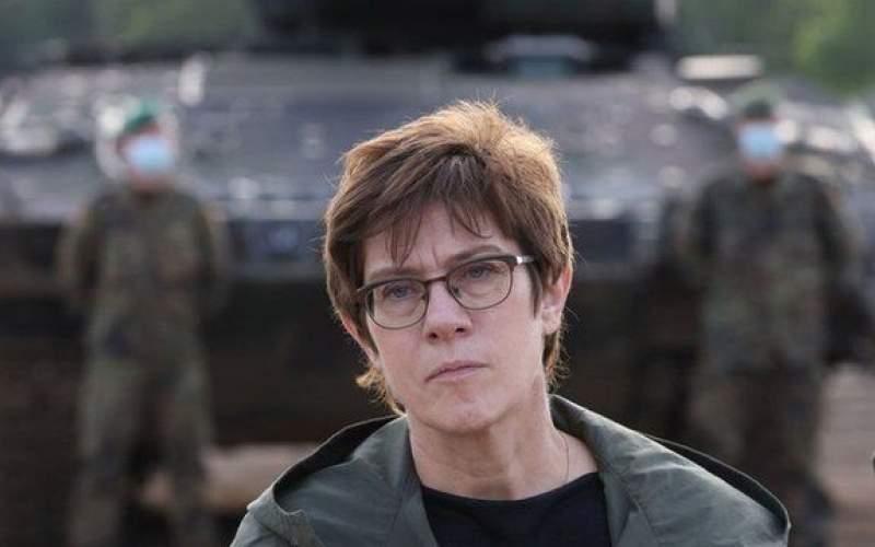 اتهام رفتارهای نژادپرستانه سربازان آلمانی