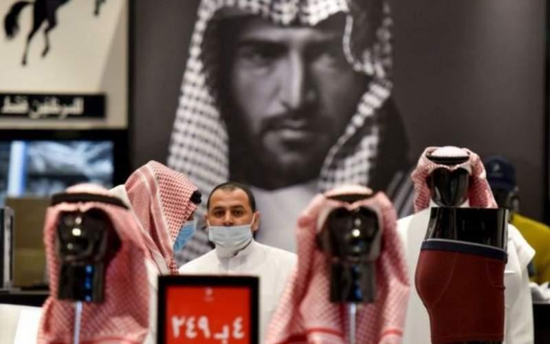 در عربستان مغازها در زمان نماز باز میمانند