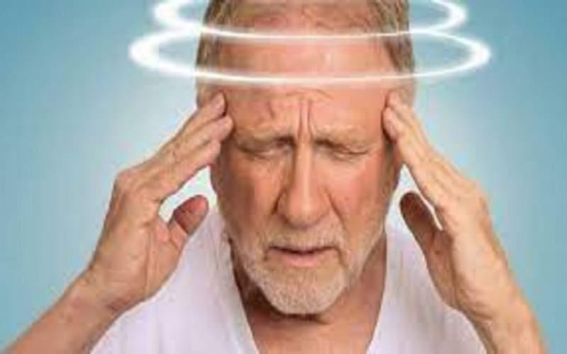۶ دلیل سرگیجه که باید به پزشک مراجعه کنید