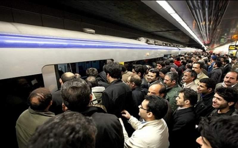ازدحام و اعتراض مسافران در مترو صادقیه