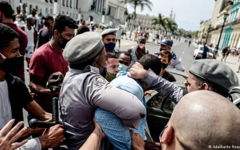 صدور احکام سنگین برای معترضان کوبا