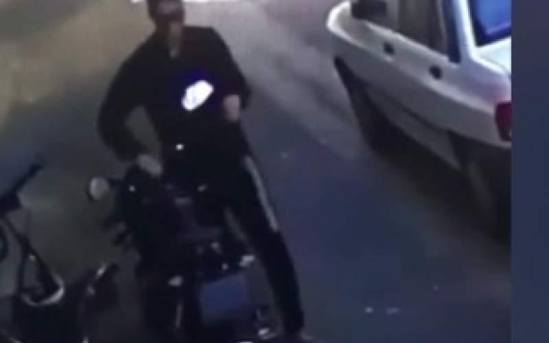 سرقت موتورسیکلت در چندثانیه! /فیلم