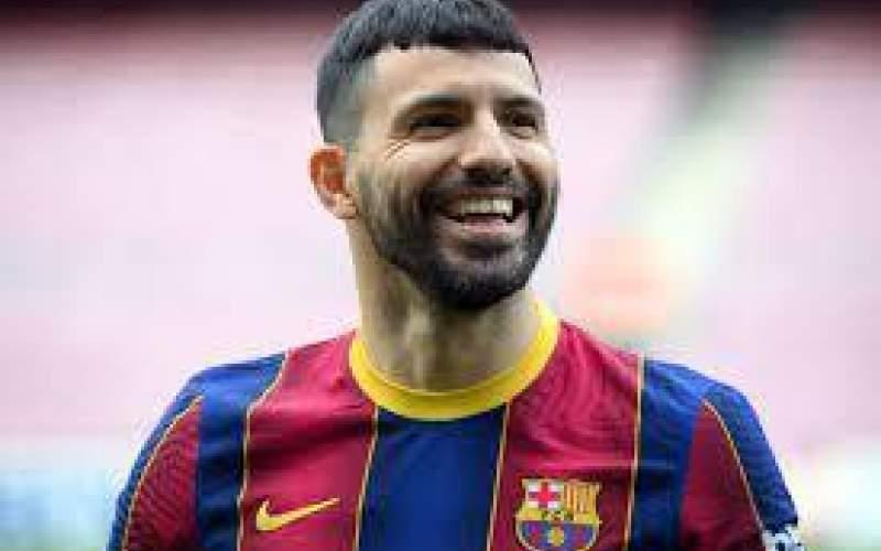 آگوئرو در بارسلونا دست به جیب شد (عکس)
