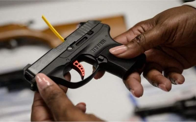 شکایت از تولیدکنندگان سلاح در آمریکا