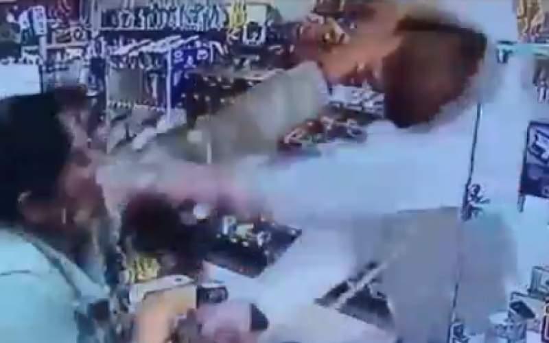 دزد بیدستوپا؛کتک خوردن در حین سرقت