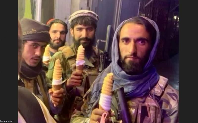 نشستن طالبان روی بال چرخبال/ عکس