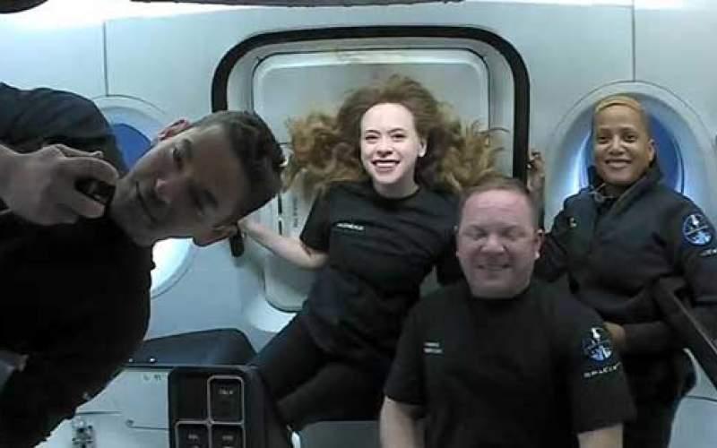 ژستهای شاداب از شهروندانی که به فضا رفتند