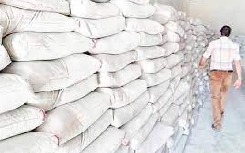 برخلاف ادعای وزیر صنعت، سیمان گران است