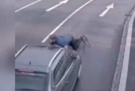 خودکشی عجیب یک مرد با پریدن جلوی ماشین