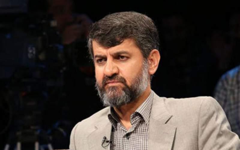 جمهوری اسلامی فاصله عظیم با مقدسبودن دارد